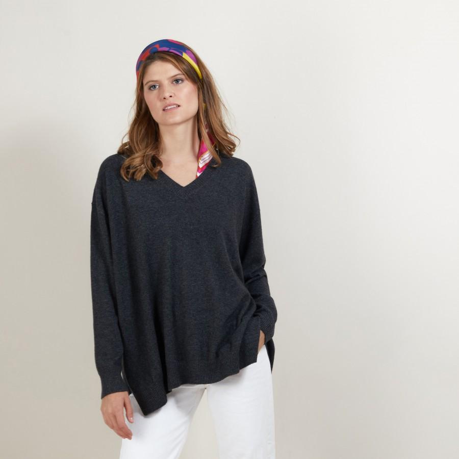 V-neck cashmere sweater with slits - Brendao