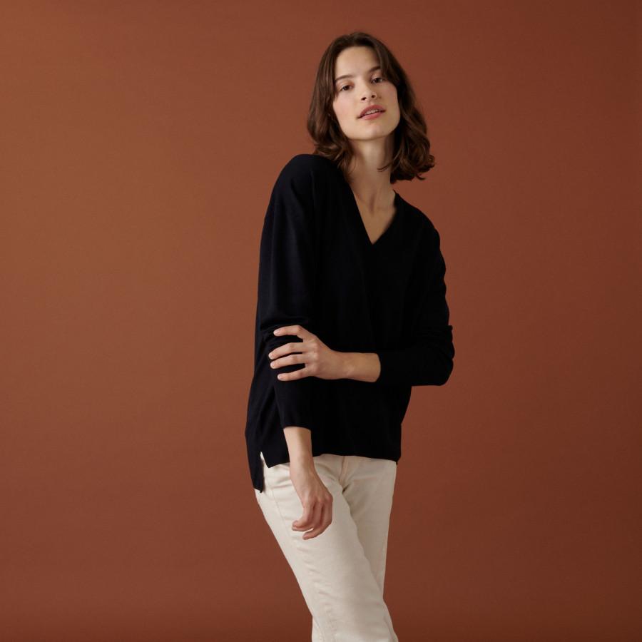 Merino wool V-neck sweater with slits in merino wool - Aurora